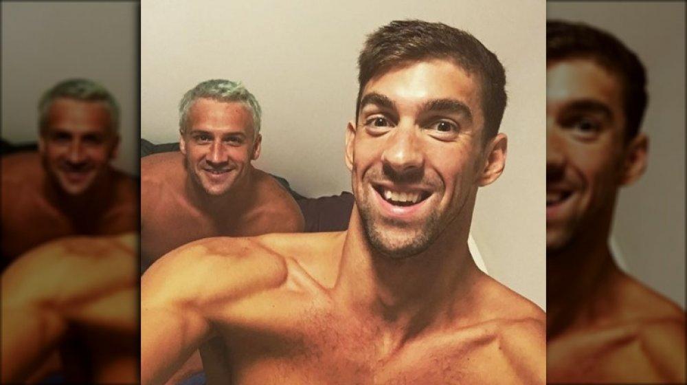 Michael Phelps och Ryan Lochte poserar för en Instagram-selfie
