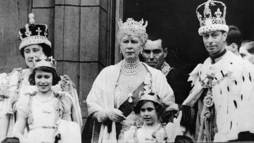 ing George VI, Drottning Elizabeth, prinsessor Elizabeth och Margareta och drottning Maria 1937