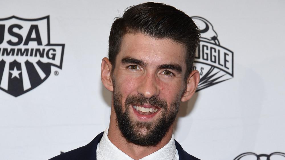 Michael Phelps ler på den röda mattan