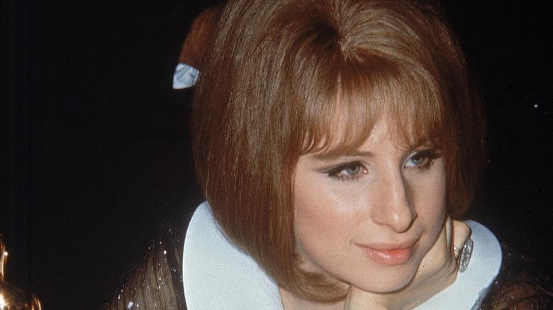 Barbra Streisand med rött hår