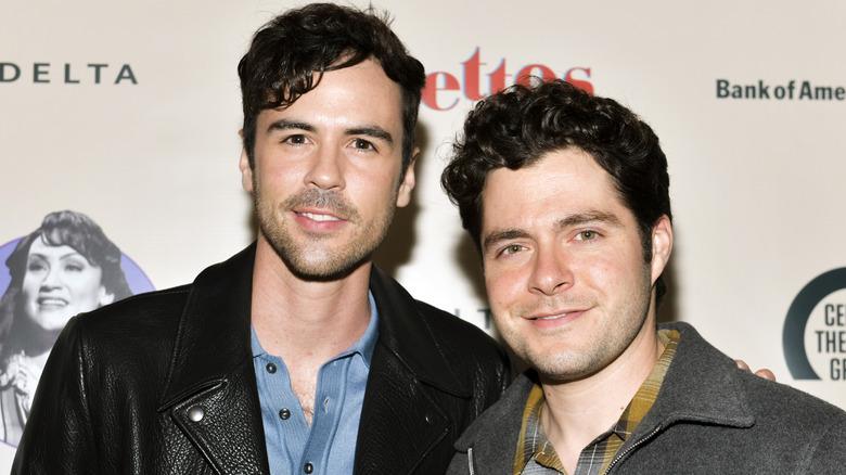 Blake Lee och Ben Lewis poserar tillsammans