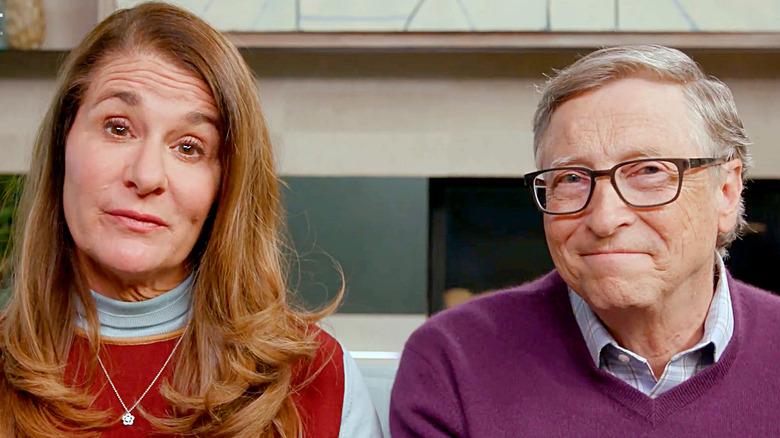 Melinda Gates och Bill Gates pratar i kameran