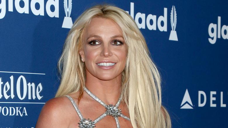 Britney Spears ler på röda mattan