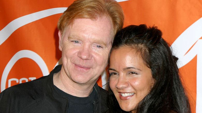 David Caruso och Liza Marquez poserar kind-till-kind