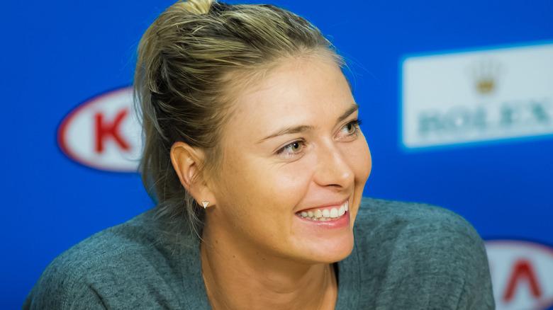 Maria Sharapova ler vid ett evenemang