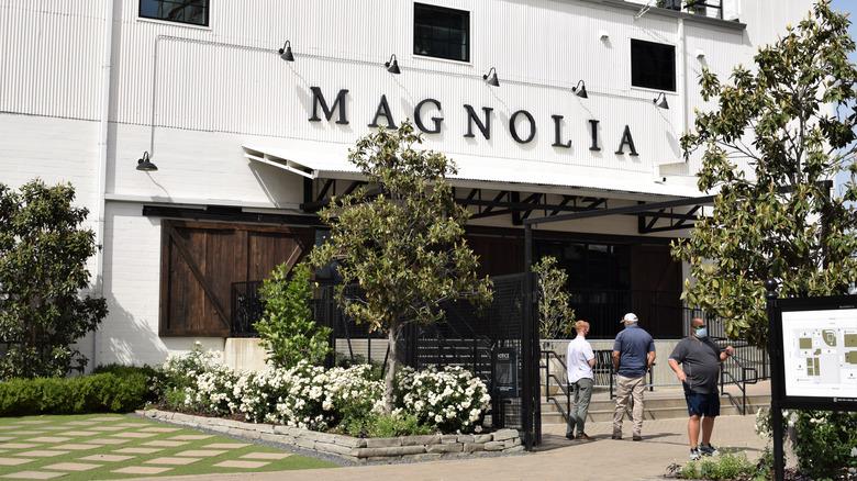 Skyltfönster av Magnolia Market silos i Waco, Texas