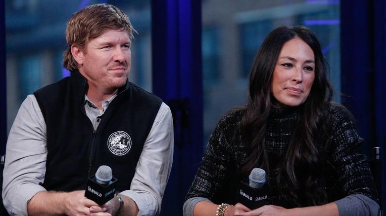 Chip och Joanna Gaines ser seriösa ut i intervjun