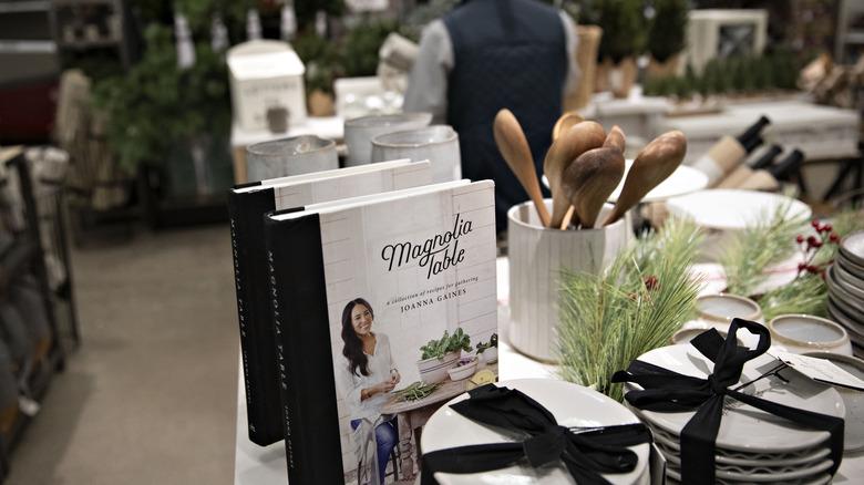 Magnolia-merchandise-display i Target