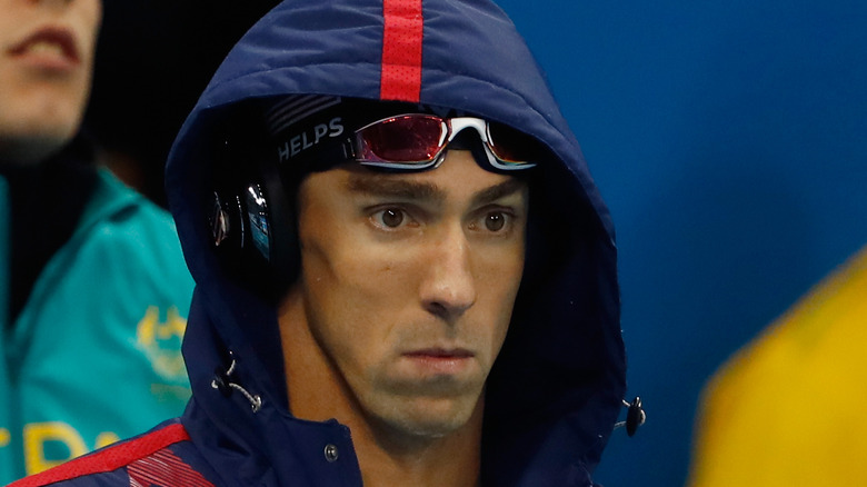 Michael Phelps med en huva uppe