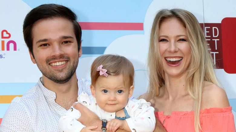Nathan Kress och London Elise Moore med sin dotter Rosie