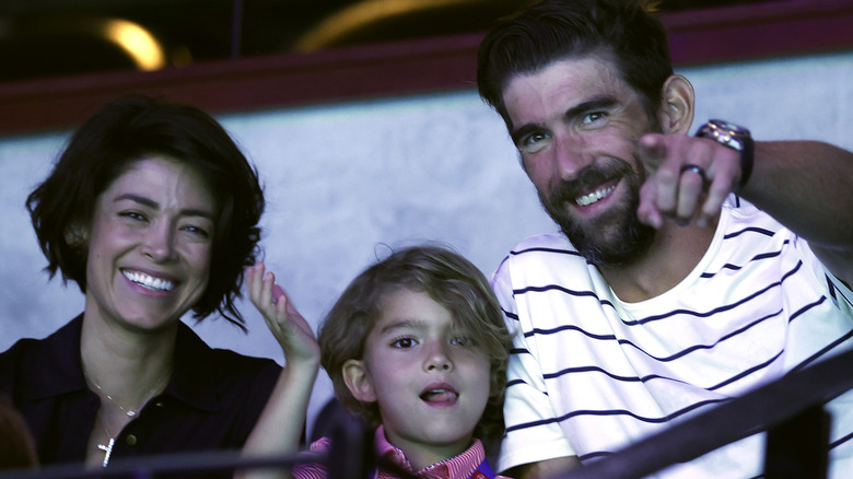 Michael, Nicole och Boomer Phelps på läktaren