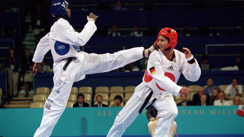 Ángel Matos sparkar en motståndare 2000