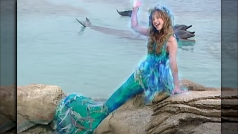 unga Montana Tucker som en sjöjungfru