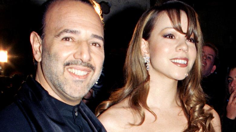 Tommy Mottola och Mariah Carey ler