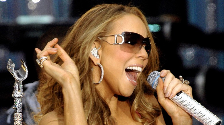 Mariah Carey sjunger
