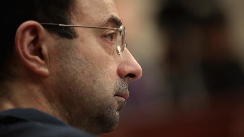 Larry Nassar lyssnar på uttalanden om konsekvenserna av offret