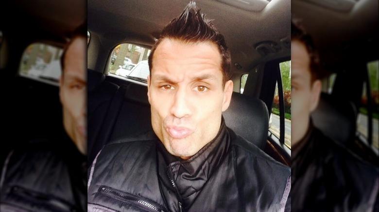 Charlie Balducci poserar för selfie