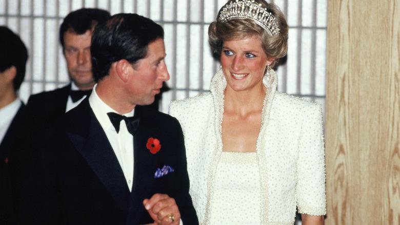 Prins Charles och prinsessa Diana ler
