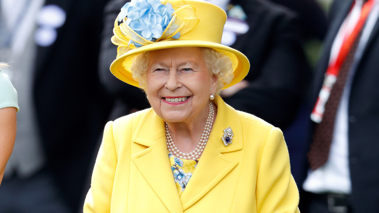 Drottning Elizabeth gul outfit
