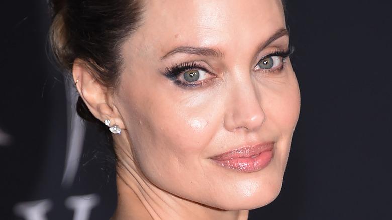 Angelina Jolie kwenye zulia jekundu