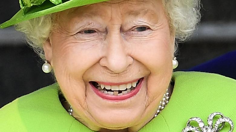 Drottning Elizabeth tänder