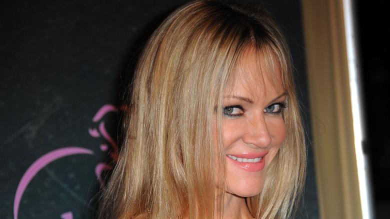 Barbara Moore leende röda mattan