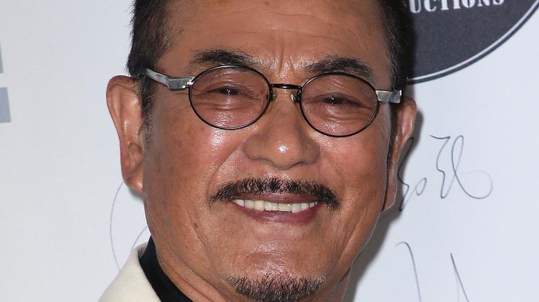 Sonny Chiba akitabasamu