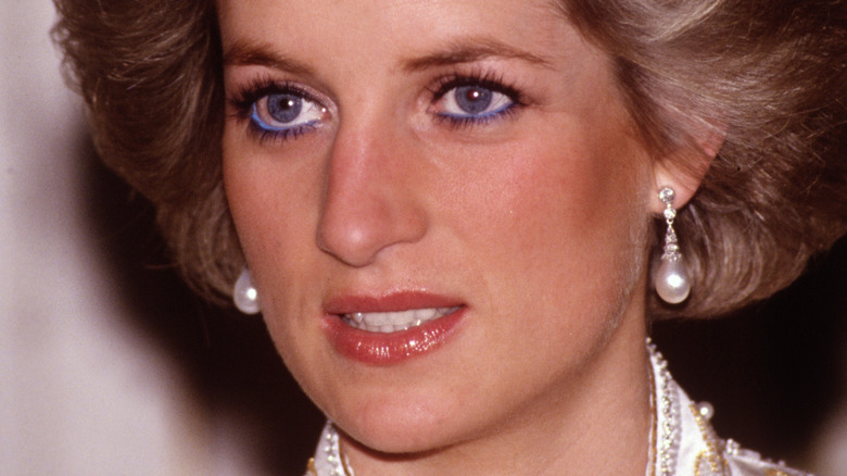 Prinsessan Diana blå eyeliner